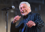 La 80 de ani, Tom Jones va lansa un nou album