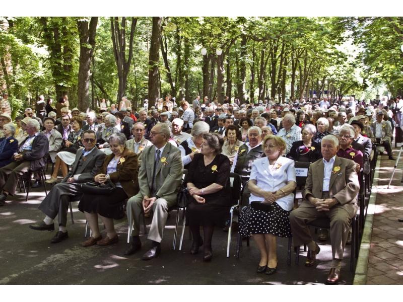 Seniorii Iaşului Omagiaţi în Parcul Expoziţiei Evenimentul