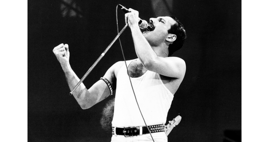freddie-mercury-1985-bw-y-billboard-1548